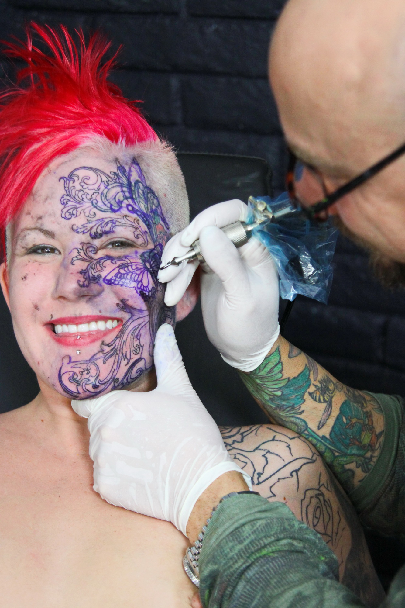 -Redhead fetish model Peanut gets her face tattooed and ...