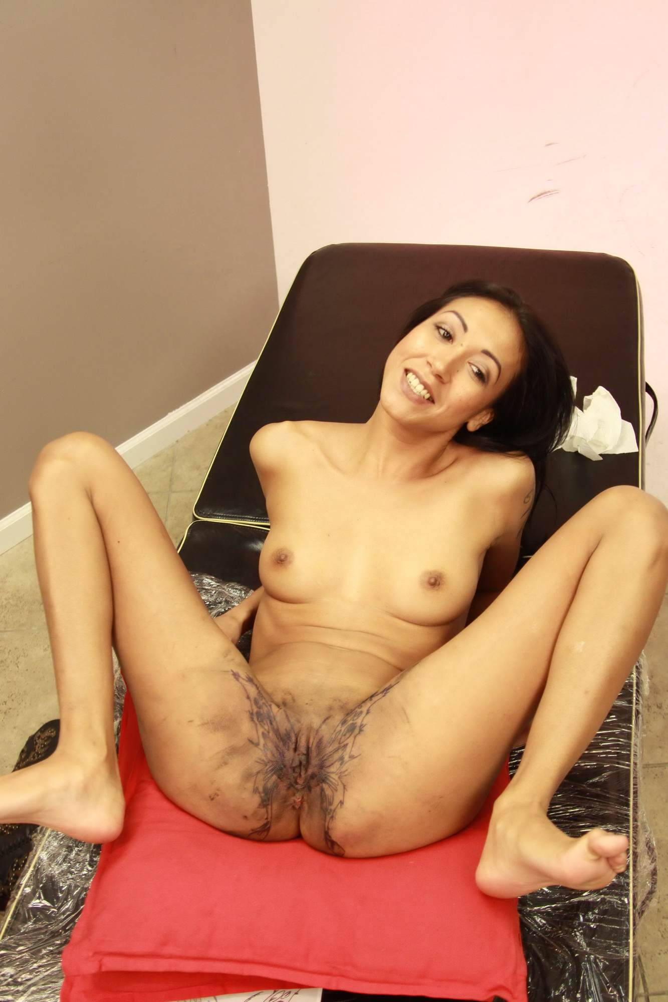 Cultured asian lady getting her reflexology and a creampie - 3 part 9